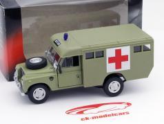 Land Rover Series III 109 Ambulance grün 1:43 Cararama