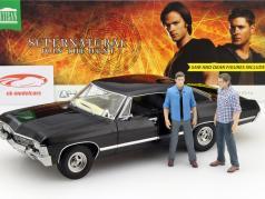 Chevrolet Impala Sport Sedan TV-Serie Supernatural 2005 com Sam e Dean figura 1:18 Greenlight