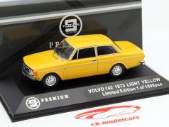 Volvo 142 Baujahr 1973 gelb 1:43 Triple9