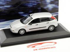 Ford Focus ano 1999 prata 1:43 Minichamps