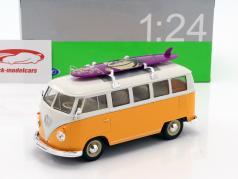 Volkswagen VW Classic Bus met surfboard Bouwjaar 1962 geel / wit 1:24 Welly