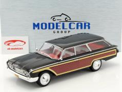 Ford Country Squire med træ-look sort 1:18 Model Car Group