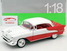 Oldsmobile Super 88 Coupe Baujahr 1955 rot / weiß 1:18 Welly