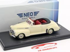 Chevrolet Special De Luxe Convertible open Top année 1941 beige 1:43 Neo
