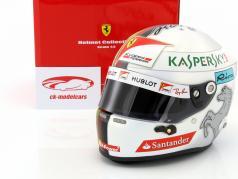 Sebastian Vettel Ferrari SF70H fórmula 1 2017 casco 1:2 Arai