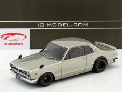 Nissan Skyline 2000 GT-R (KPGC10) argent 1:18 Ignition Model