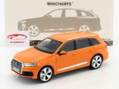 Audi Q7 Baujahr 2015 orange 1:18 Minichamps