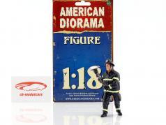 Feuerwehrmann Figur III Holding Axe 1:18 American Diorama