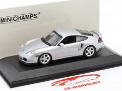 Porsche 911 (996) Turbo 1999 plata 1:43 Minichamps