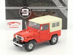 Toyota Land Cruiser FJ40 Baujahr 1967 rot / beige 1:18 Triple9