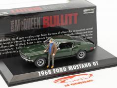Ford Mustang GT ano de construção 1968 filme Bullitt (1968) verde metálico com figura S. McQueen 1:43 Greenlight