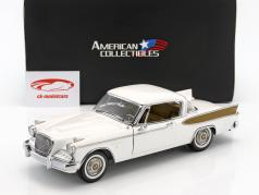 Studebaker Golden Hawk Bouwjaar 1957 arctic wit 1:18 SunStar