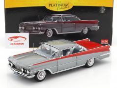 Oldsmobile 98 Hard Top Bouwjaar 1959 zilver / rood 1:18 SunStar