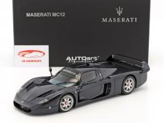 Road car Maserati MC12 costruito nel 2004 blu metallico 1:18 AUTOart