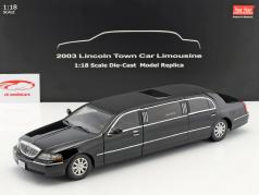 Lincoln Town Car Limousine ano de construção 2003 preto 1:18 SunStar