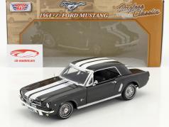 Ford Mustang 1/2 Hardtop Baujahr 1964 schwarz / weiß 1:18 MotorMax