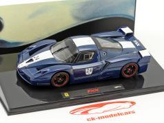 Ferrari FXX  #24 anno di costruzione 2006 Tour de France blu con bianco strisce 1:43 HotWheels Elite