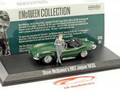 Steve McQueen's Jaguar XKSS Bouwjaar 1957 groen met Steve McQueen figuur 1:43 Greenlight