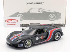 Porsche 918 Spyder Weissach Package Baujahr 2015 mattschwarz mit Martini Streifen 1:18 Minichamps