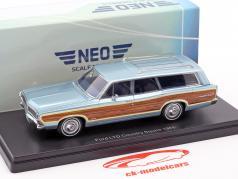 Ford LTD Country Squire ano de construção 1968 azul claro metálico com olhar de madeira 1:43 Neo