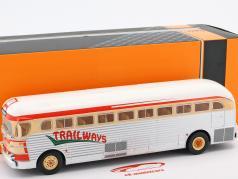 GMC PD-3751 autobús Trailways año de construcción 1949 plata / rojo / beige 1:43 Ixo