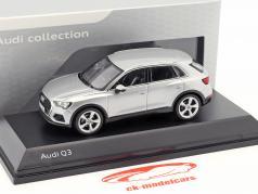 Audi Q3 小花 銀 1:43 Spark