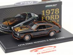 Ford Mustang II King Cobra Bouwjaar 1978 zwart / goud 1:43 Greenlight