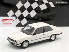 BMW 323i year 1982 white 1:18 Minichamps