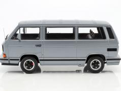 Porsche B32 ベース 上の Volkswagen VW T3 バス 築 1984 グレー メタリック 1:18 KK-Scale