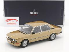 BMW M535i E12 Bouwjaar 1980 goud metalen 1:18 Norev