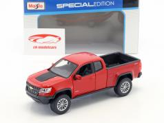 Chevrolet Colorado ZR2 year 2017 red / black 1:24 Maisto