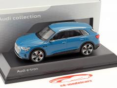 Audi e-tron año de construcción 2018 Antigua azul 1:43 Spark