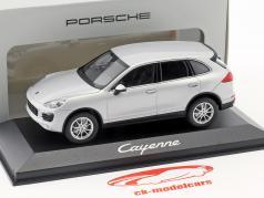 Porsche Cayenne (958) 築 2014 銀 1:43 Minichamps