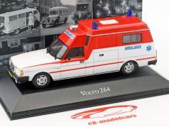 Volvo 264 ziekenwagen Bouwjaar 1978 rood / wit 1:43 Atlas