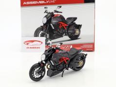 Ducati Diavel Carbon kit jaar 2011 zwart 1:12 Maisto
