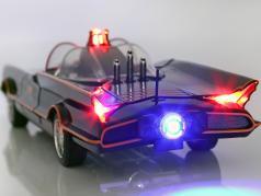 Batmobile Classic TV Series 1966 同 蝙蝠侠 和 知更鸟 人物 1:18 Jada Toys