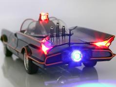 Batmobile Classic TV Series 1966 con ordenanza y petirrojo figura 1:18 Jada Toys