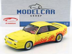Opel Manta B Mattig Bouwjaar 1991 geel / oranje 1:18 Model Car Group