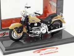 Harley-Davidson FLHTCUI Ultra Classic Electra Glid Bouwjaar 2005 beige 1:18 Maisto
