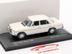 Mercedes-Benz 200D (W115) Bouwjaar 1968 1:43 Minichamps