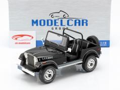 Jeep CJ-7 Laredo Baujahr 1976 schwarz 1:18 Model Car Group