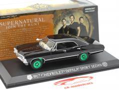Chevrolet Impala Sport Sedan 1967 series de televisión Supernatural (2005) negro / verde 1:43 Greenlight