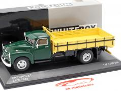 Chevrolet 6400 camión plataforma año de construcción 1949 verde / amarillo 1:43 WhiteBox
