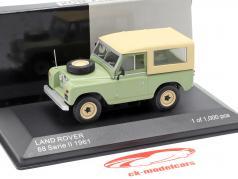 Land Rover 88 serie II Bouwjaar 1961 helder groen / beige 1:43 WhiteBox