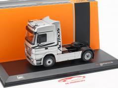 Mercedes-Benz Actros vrachtwagen Bouwjaar 2002 zilver 1:43 Ixo