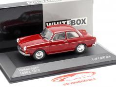Volkswagen VW 1600 L Opførselsår 1970 mørk rød 1:43 WhiteBox