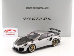 Porsche 911 (991 II) GT2 RS ano de construção 2017 prata / preto com mostruário 1:18 Spark 2. eleição