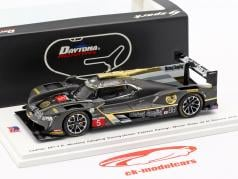 Cadillac DPi-V.R. #5 winnaar 24h Daytona 2018 Mustang Sampling Racing 1:43 Spark