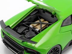 Lamborghini Huracan Performante 建造年份 2017 绿 金属的 1:18 Maisto