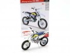 Husqvarna FE 501 Off Road motorfiets uitrusting wit / blauw / geel 1:12 Maisto